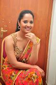 anasuya sizzling saree stills-thumbnail-20
