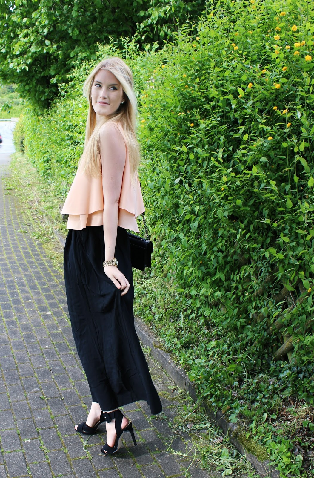 Maxirock Maxiskirt black TheBlondeLion apricot Outfit Statement Necklace