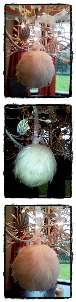 białe bombki,bombka choinkowa,biała bombka,piórka na bombce,jak zrobić samemu bombkę,ozdoby świąteczne,piękne ozdoby świąteczne