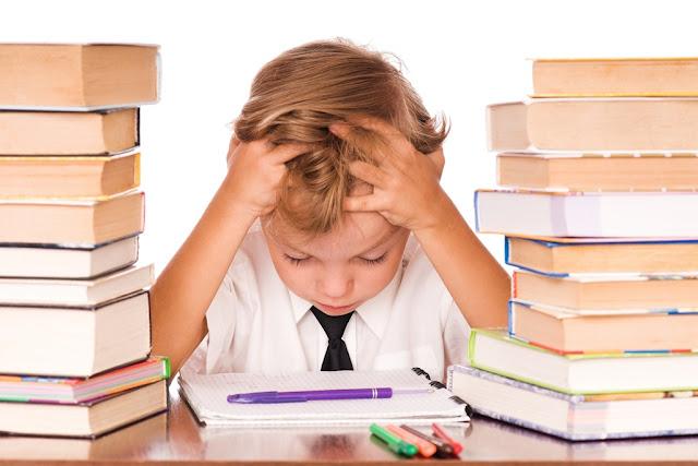 FOTO: criança lendo