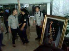 Kronologis Foto SBY dipecahkan mahasiswa pelaku mahasiswa pemecah foto sby