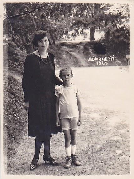 Mama si fiu in Calimestiul anului 1929