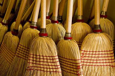 http://1.bp.blogspot.com/-w31L6GCxgjw/TaSZ98wQP_I/AAAAAAAABOc/PGqj1S2BdpU/s1600/brooms.jpg