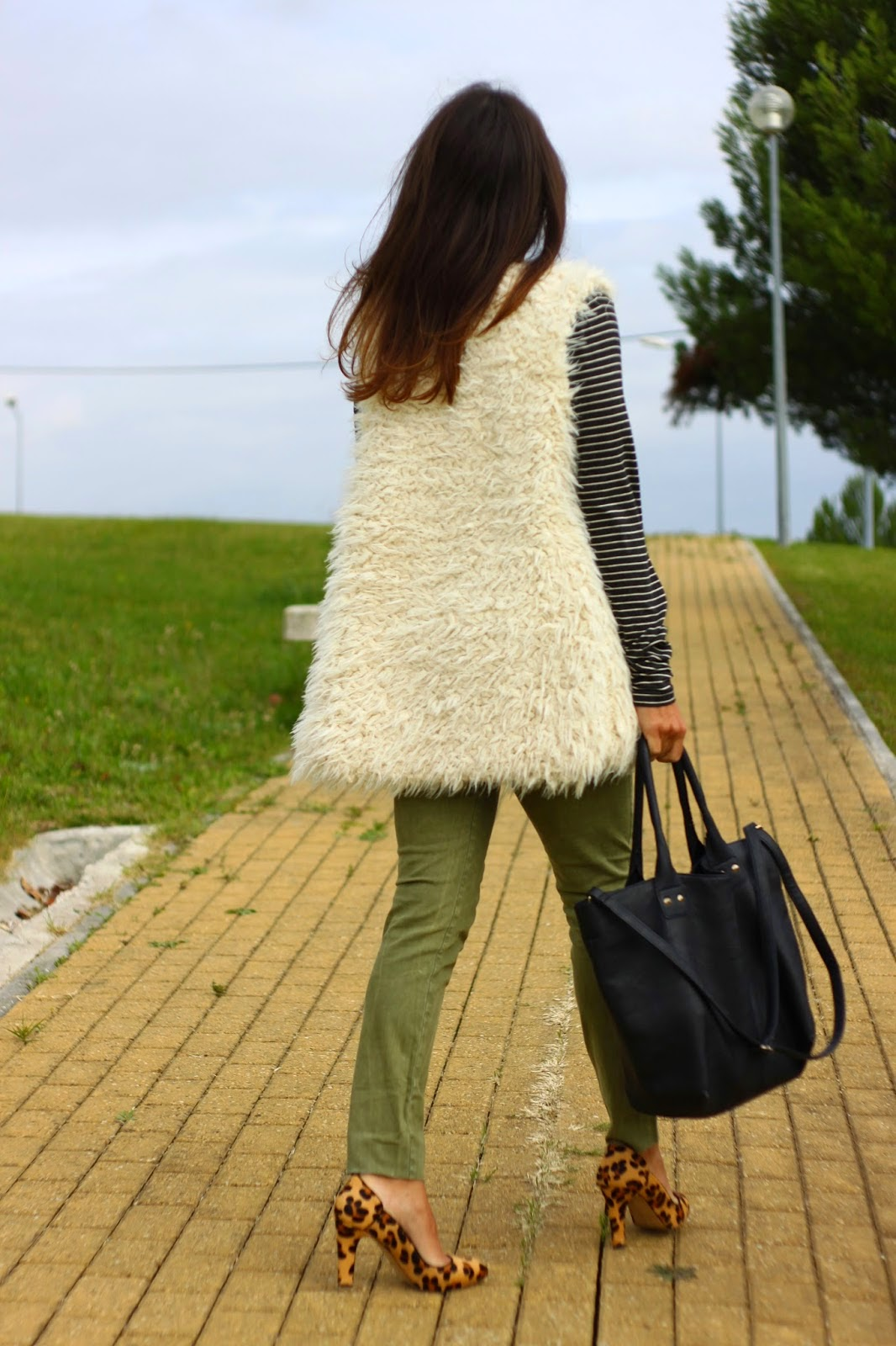 http://ilovefitametrica.blogspot.pt/2014/11/fur-vest.html#more