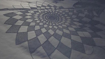 "Simon Beck Snow Art  ""Sunflower"""