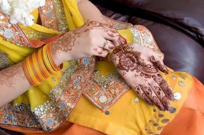 Mehndi Hands Poetry : Latest mehndi designs for hands and feet easyday