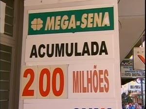 Mega da Virada irá pagar mais de 200 milhões em prêmio. Apostas podem ser feitas até as 14:00 h de hoje.