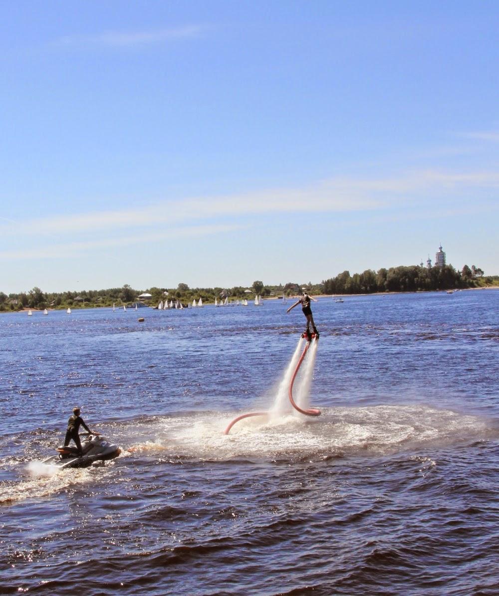 Водное шоу на празднике лодки в Устье Кубинском