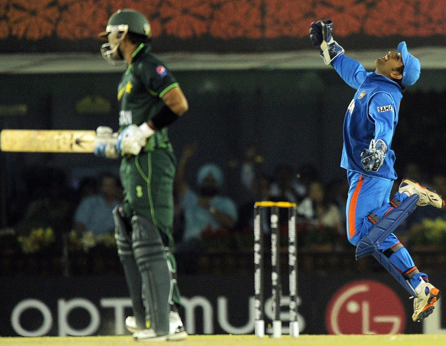 http://1.bp.blogspot.com/-w3QUu8vkWeo/TZNp9JjkyCI/AAAAAAAACyM/7a9-3D67I1A/s1600/fall-of-pakistan-wickets-semifinal%25281%2529.jpg