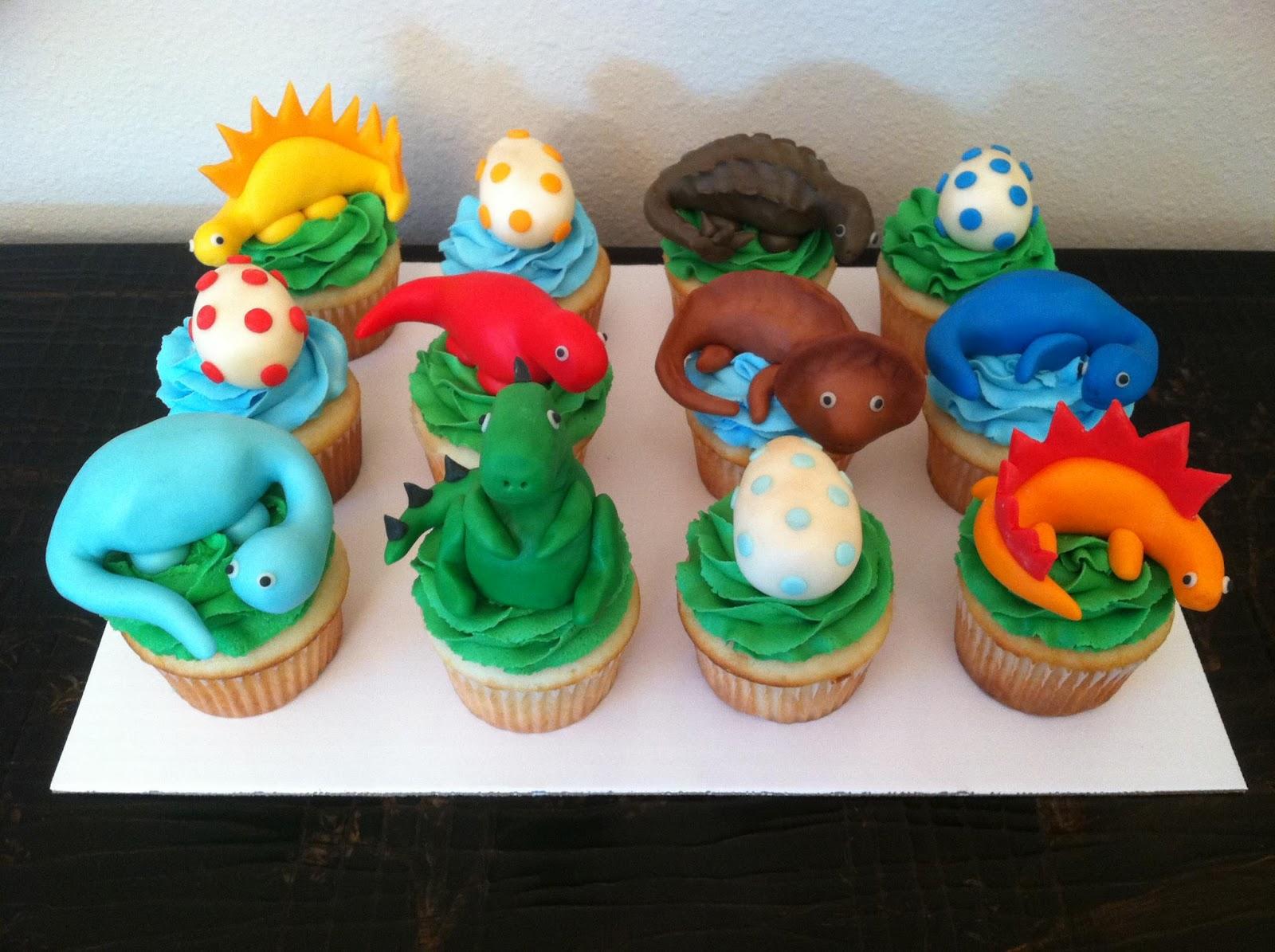 Sweet Melissa S Dinosaur Cake And Cupcakes