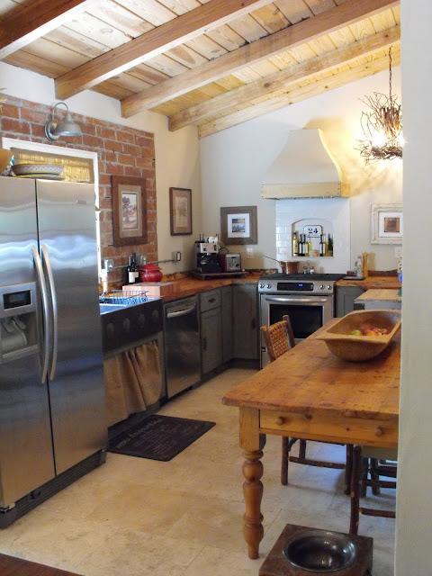 Antiquelifestyle bella rustica cottage for Bella cucina kitchen cabinets