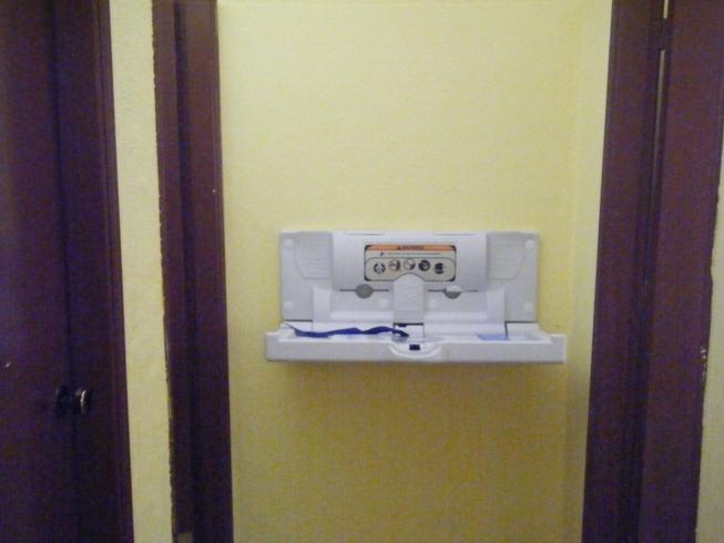 WC com trocador para bebes