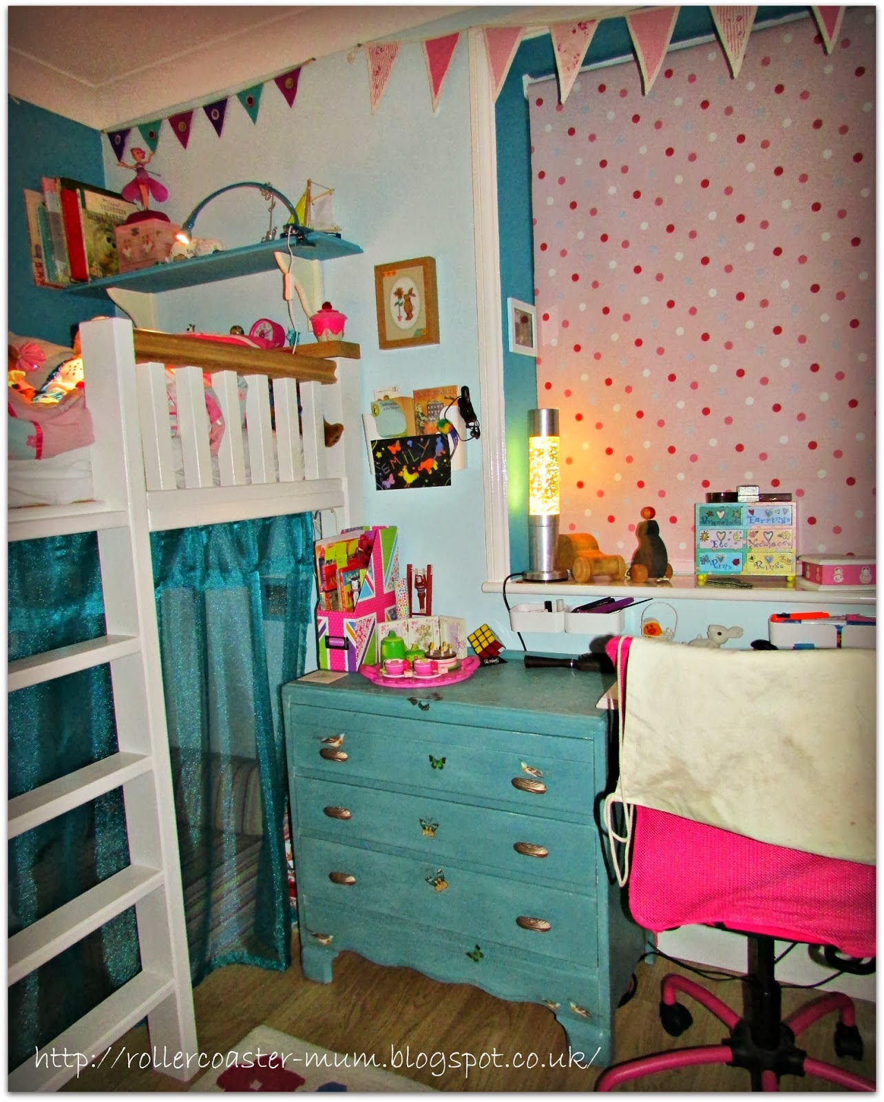 turquoise themed room
