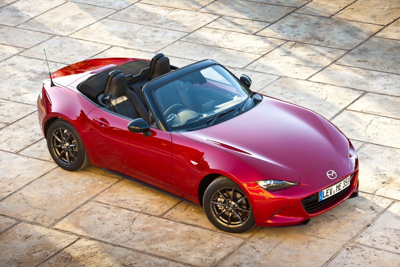 see mazda 39 s new 2016 mx 5 in 125 fresh photos and watch it. Black Bedroom Furniture Sets. Home Design Ideas