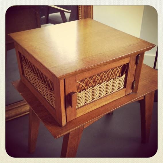 table de chevet en rotin ann es 50 au grenier chic. Black Bedroom Furniture Sets. Home Design Ideas