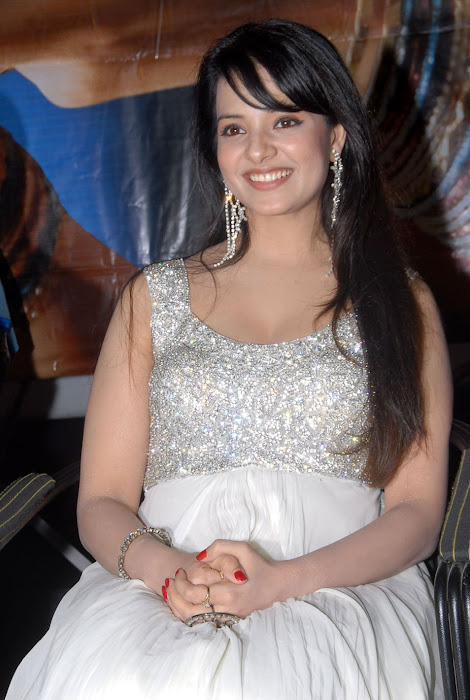 saloni from telugammai audio launch, saloni new unseen pics