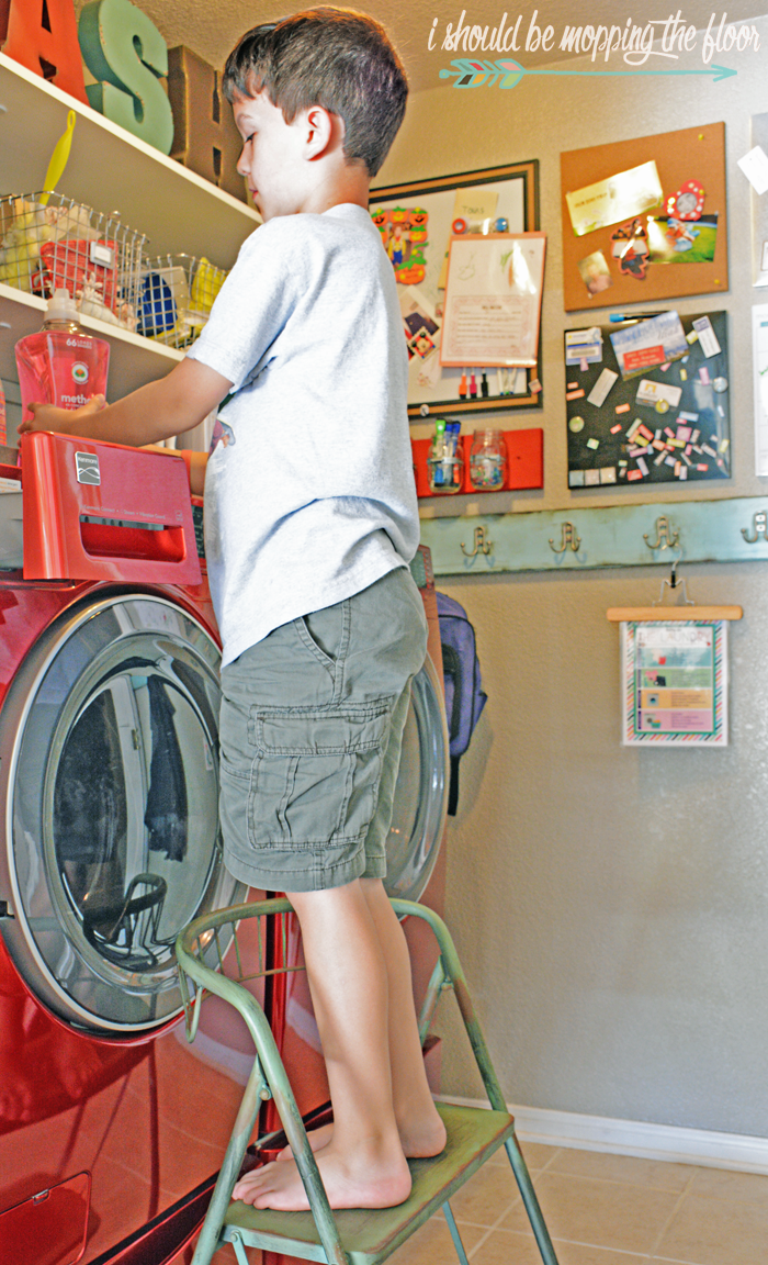 Free Printable Laundry Chart & Instructions | A great way to teach kids to start doing laundry!