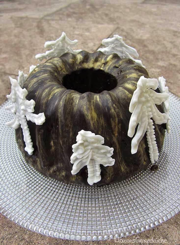Glühweinkuchen mit Goldstaub und Baisertannen