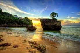 Tempat Wisata Pilihan Pantai Suluban Bali