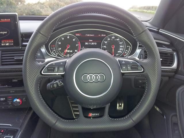 2013 Audi RS6 Avant dashboard