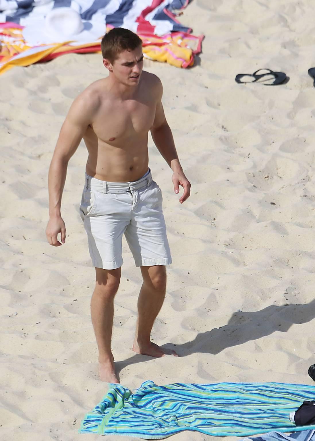 dave franco new shirtless barefoot pics