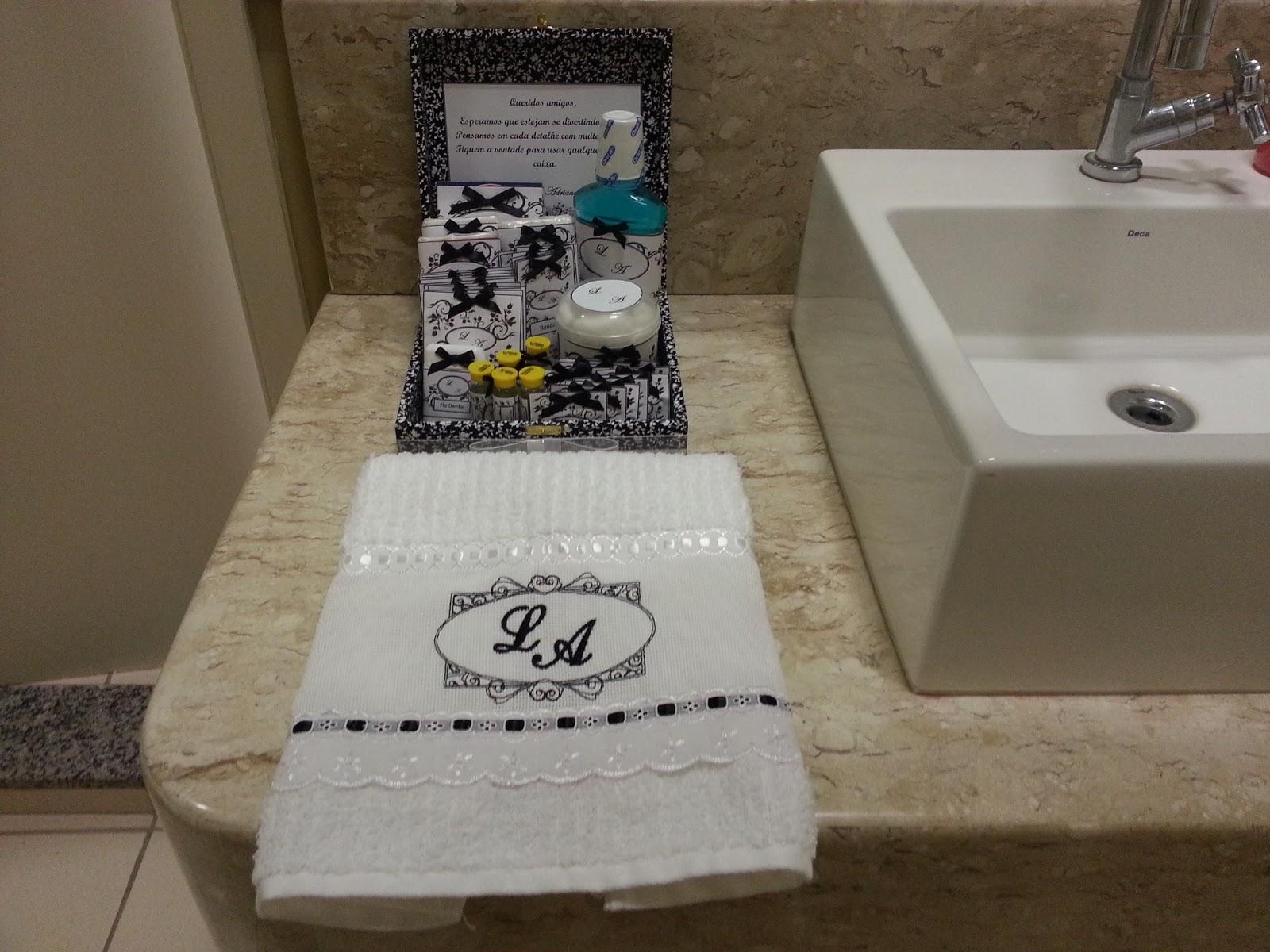 personalizados: Kit Banheiro Masculino Casamento Laísa e Adriano #1B4F58 1600 1200