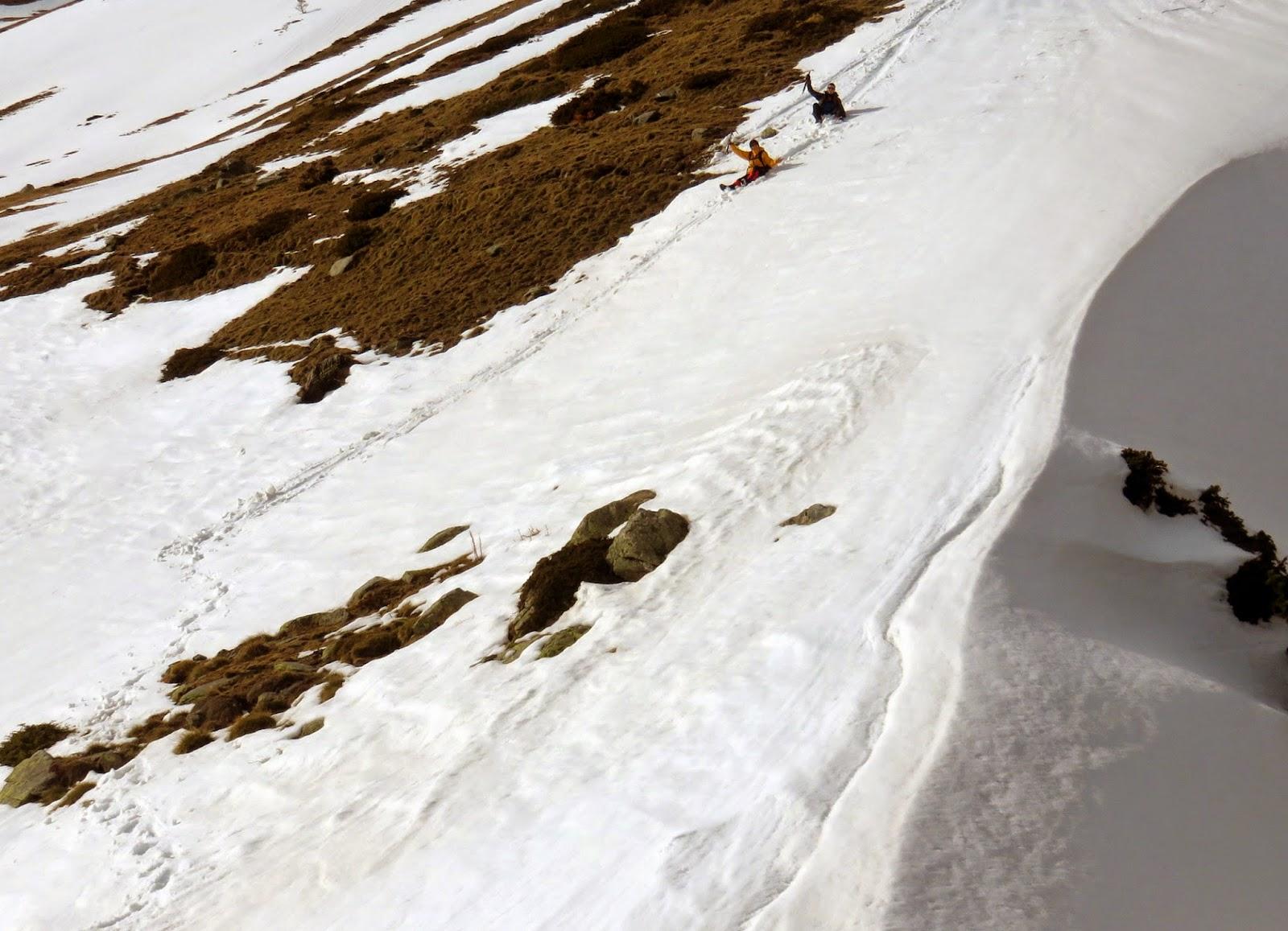 Deslizándonos por Les Clotes en el descenso del Puigmal.