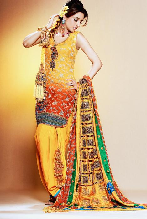 Mehndi Traditional Dresses : Fashion designerz