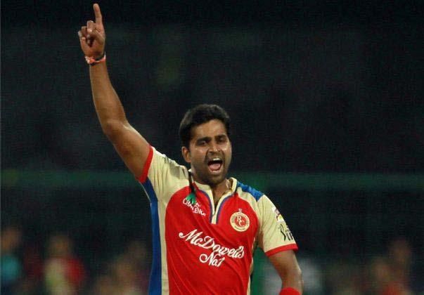 Vinay-Kumar-RCB-vs-RR-IPL-2013