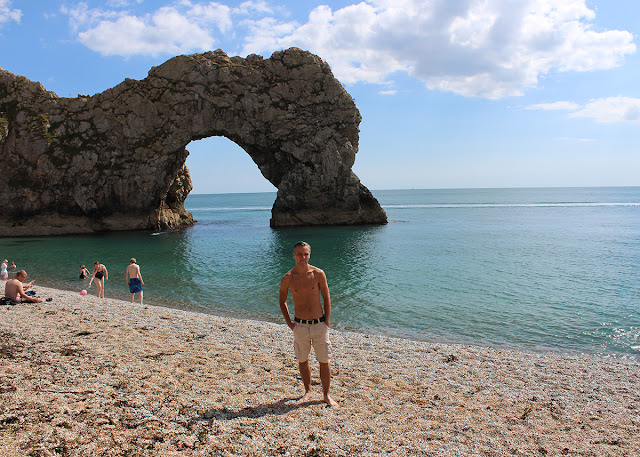 durdle-door-lulworth-cove-above-sea-level-pebbles-todaymywayblog