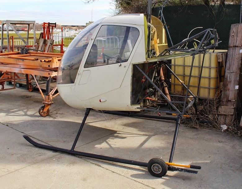 Helicoptero Robinson R22 desmontado