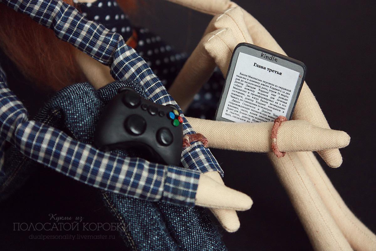 Миниатюрный джойстик и миниатюрная электронная книга