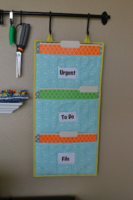 http://www.lorihartmandesigns.com/2013/04/girl-friday-sews-file-folder-organizer.html