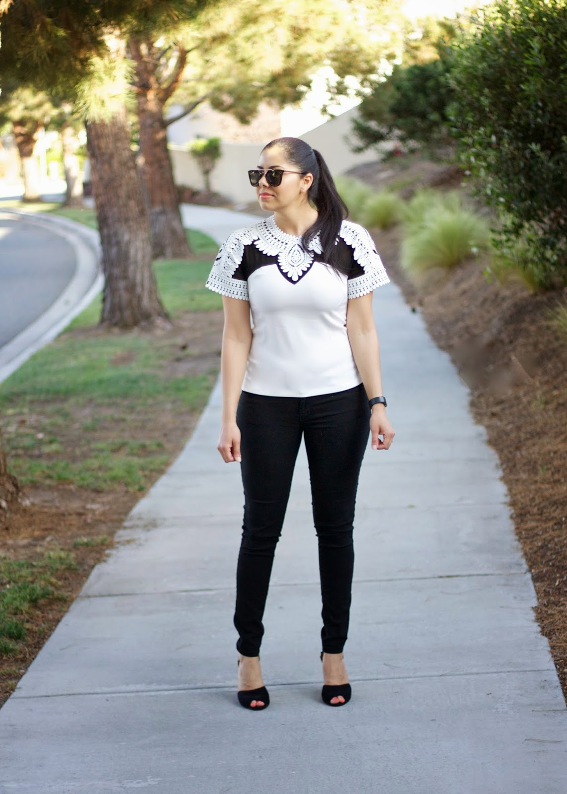 Latina Blogger, Latina Blogger in the US, Mexican American blogger, black and white look