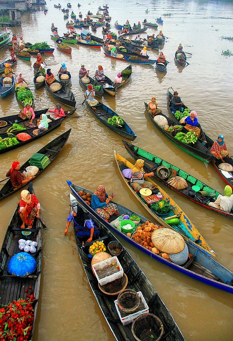 Floating Market boats Lok Baintan in Banjarmasin, Indonesia