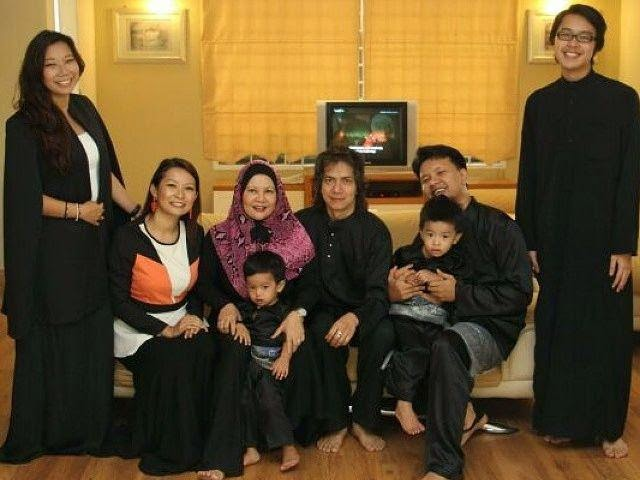 Raja Azmi Berbulan Madu & Bawa Famili Bercuti Di Melaka Lebaran Ini