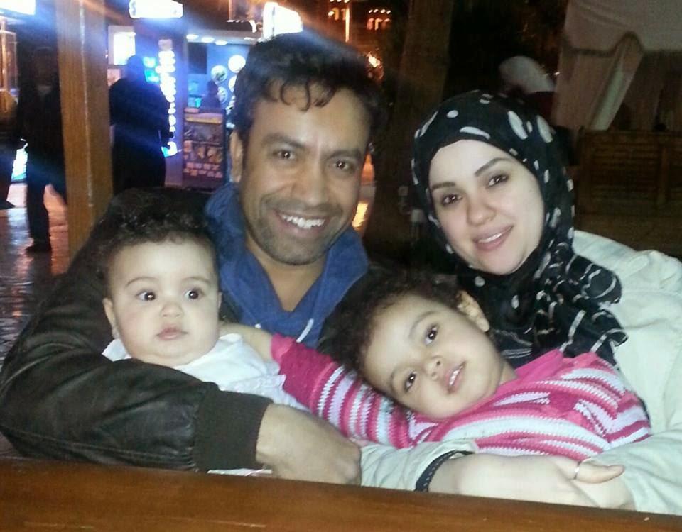 """الفنان """"سامح حسين"""" يظهر لأول مره مع زوجته وبناته"""