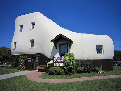 Weird Buildings - shoe house
