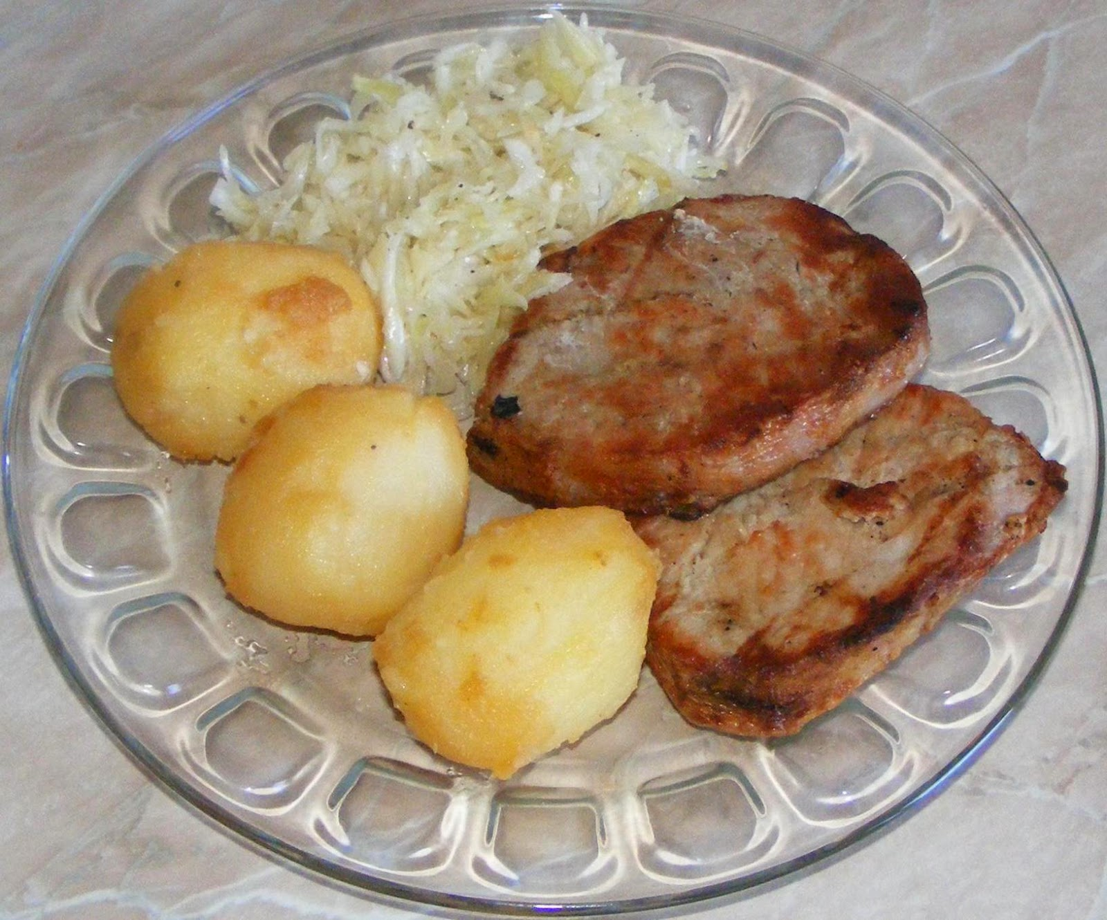 retete si preparate culinare friptura muschi de porc la gratar cu cartofi inabusiti, muschi de porc la gratar, friptura de porc, retete de mancare, retete cu porc, retete gratar, friptura de porc cu salata de varza,