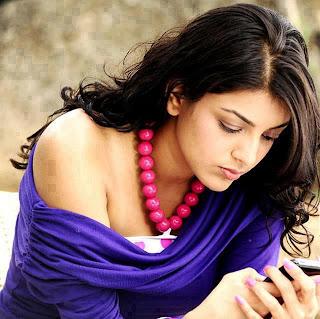 girl reading her boyfriend's message