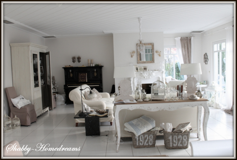 Villa alba happy sunday for Grey shabby chic living room ideas