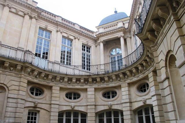 Peter 39 s paris h tel de beauvais for Baroque hotel