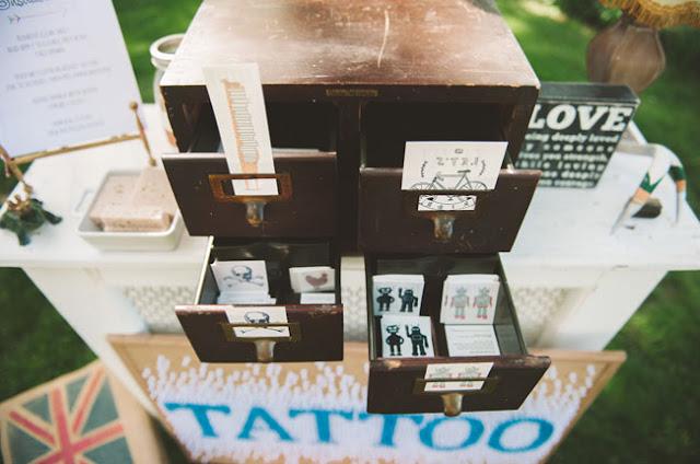 Una barra de tatuajes para tu boda