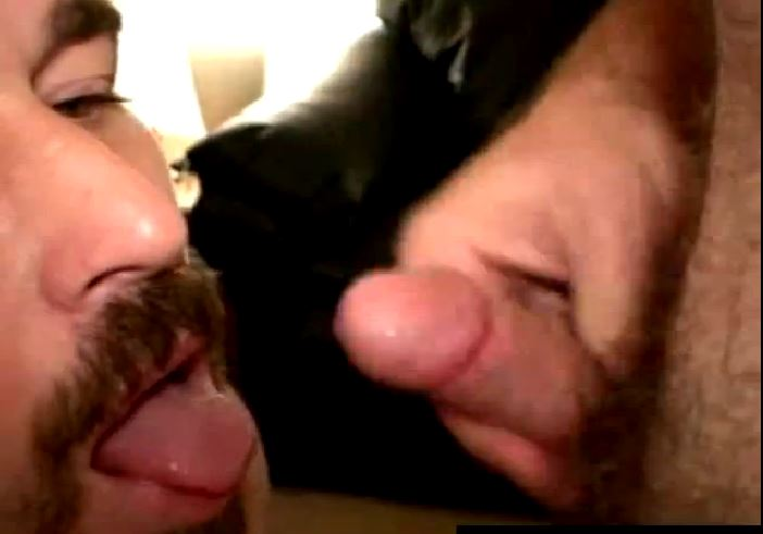 Chupando pau mole gay