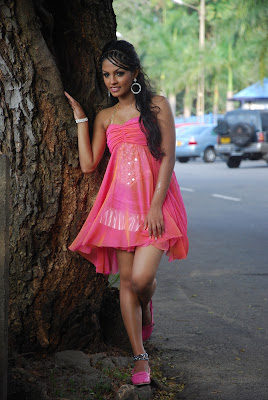 shalini tharaka sexy short pink skirt image