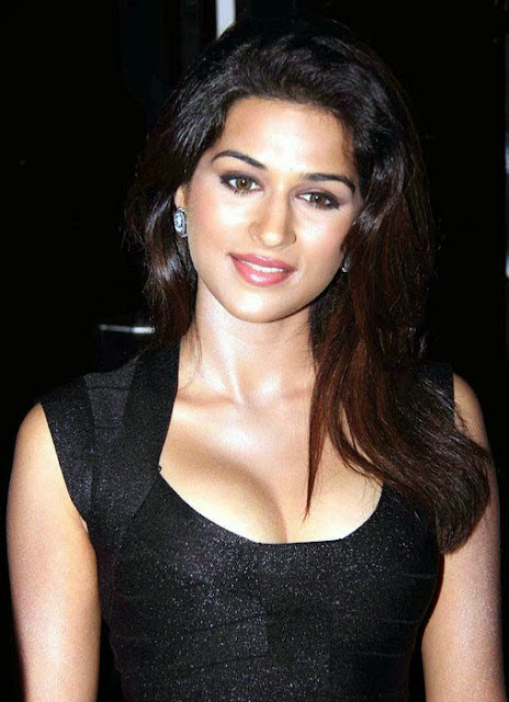 Shraddha Das In Black Dress