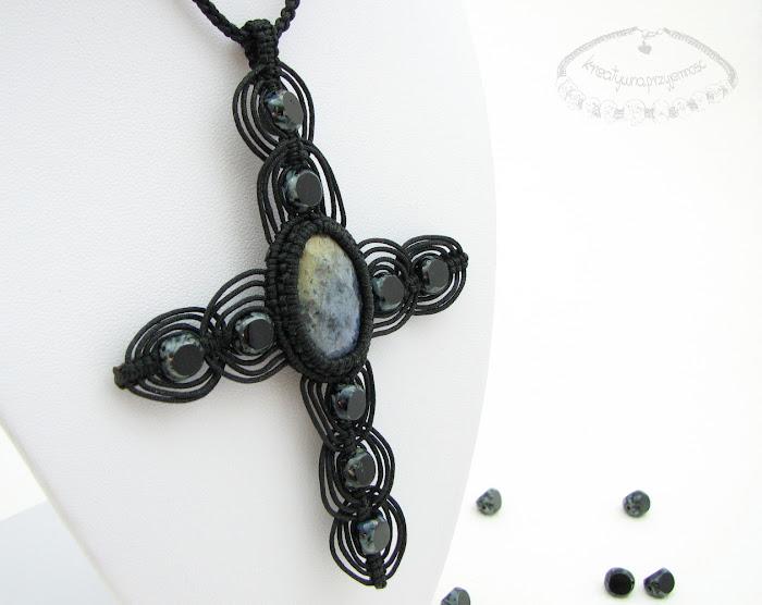 Makramaowy naszyjnik - krzyż 1