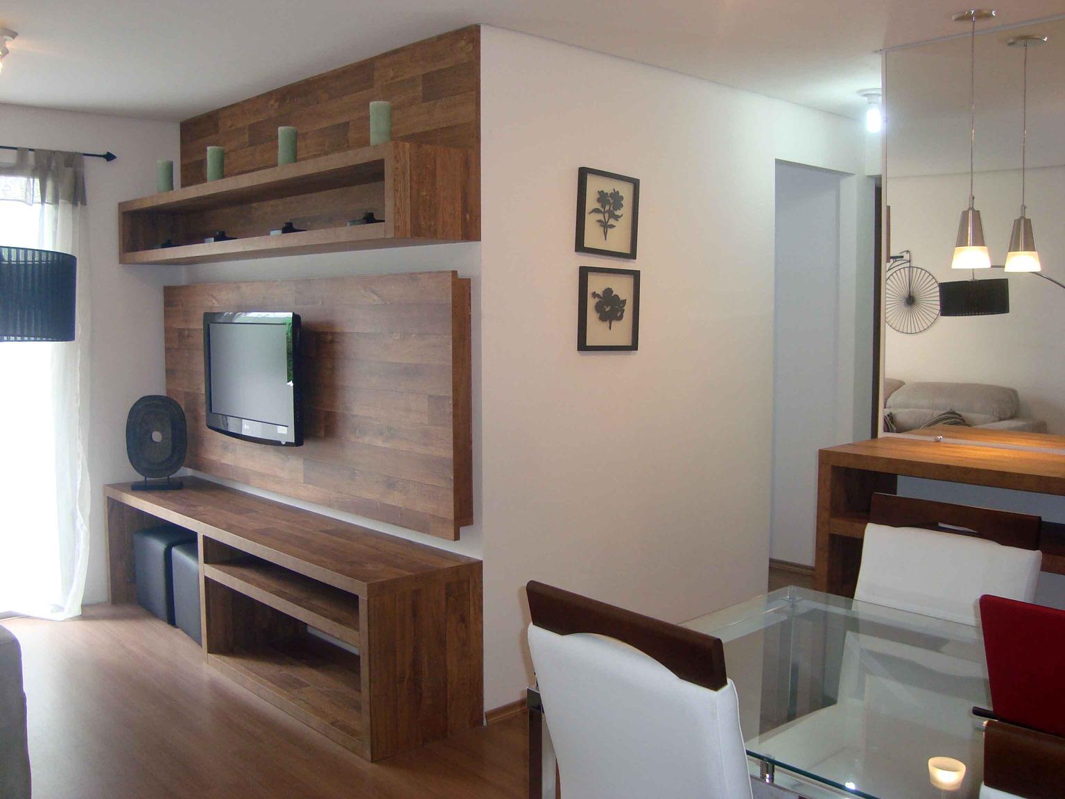 Sala Pequena Com Home ~ Painéis e revestimentos diferenciados podem ser aplicados na parede