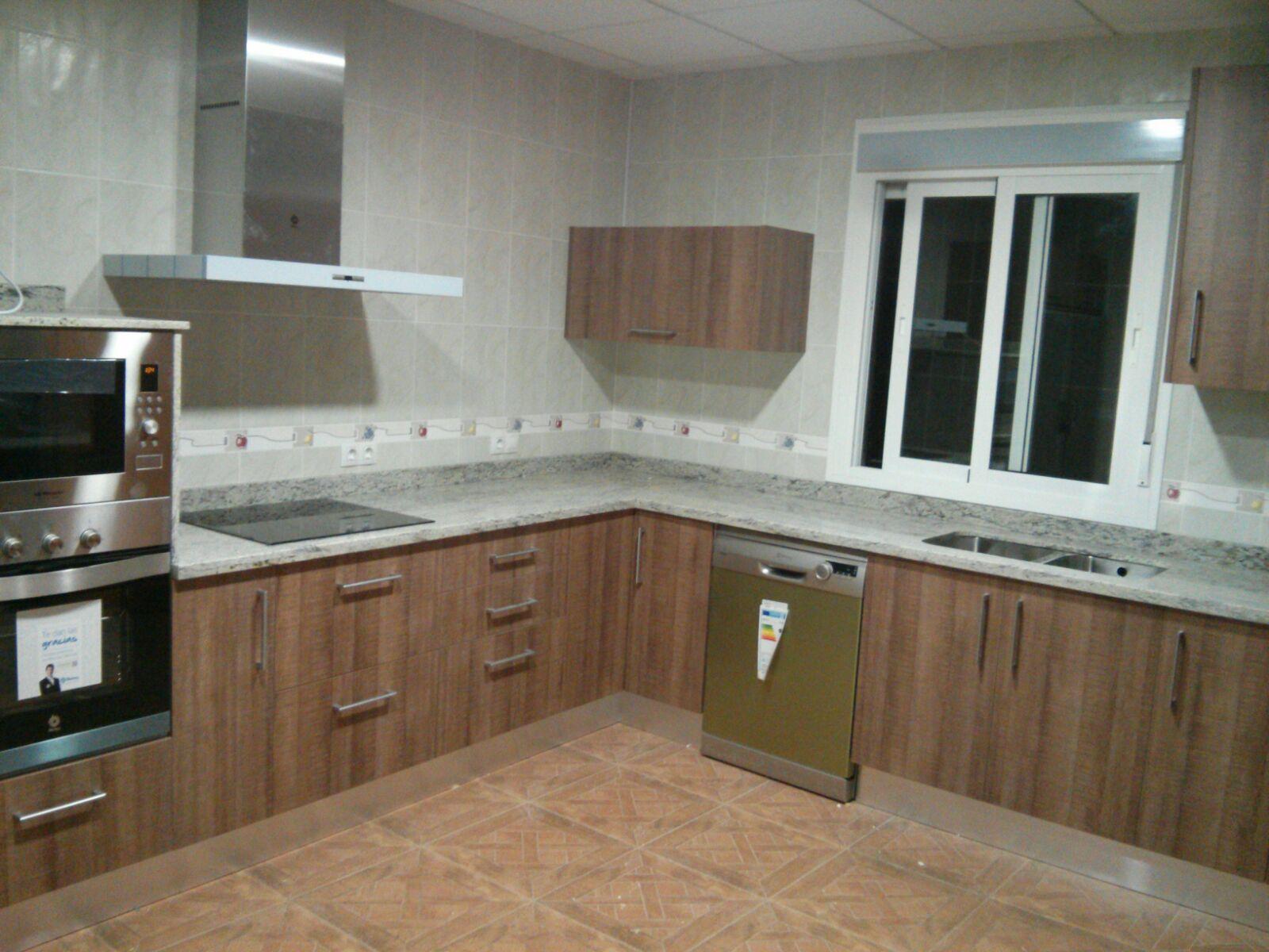Carpinteria los molinos cocina en modelo tahon laminado for Cocinas sin muebles arriba