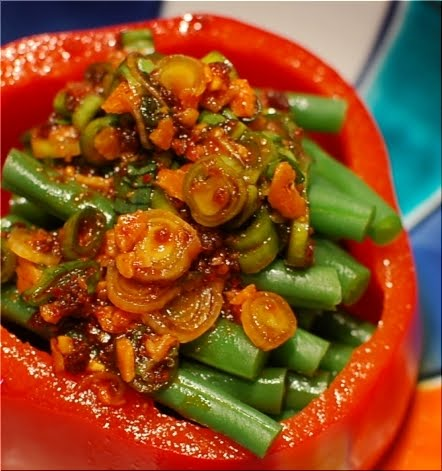 Red Pepper Cup and Green Beans with garlic spicy sauce | Rie's Bento ...